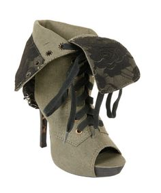 Ugly Shoe of the Week: Betsey Johnson